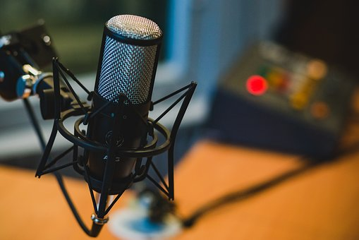 9 Most Popular Podcasts that Readers and Book Lovers Will Enjoy